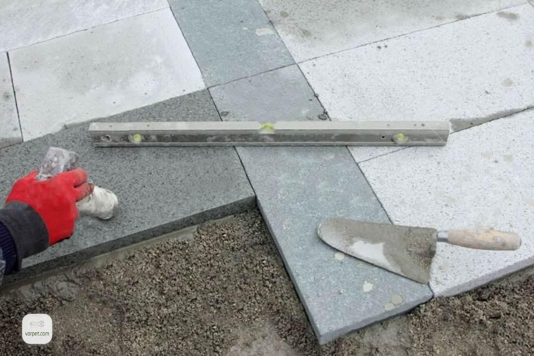Laying paving slabs